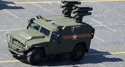 Rússia sistema de mísseis antitanque Kornet.jpg