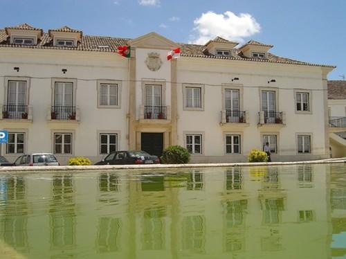 ArrudaDosVinhos-EdificioCamaraMunicipal.jpg
