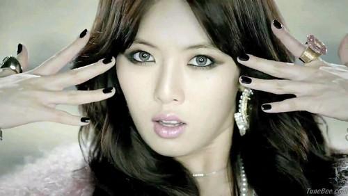 hyuna-en-el-video-trouble-maker-troublemaker-37397