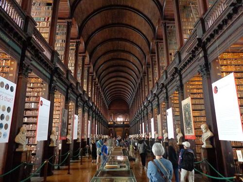 Trinity_College_Library_02.jpg