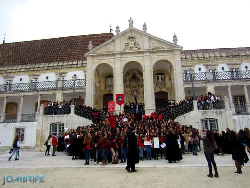 Via latina da Universidade de Coimbra cheia de alunos