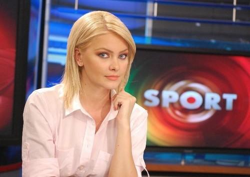 Cristina-Maria-Dochianu-pretty-hot-presenter-roman
