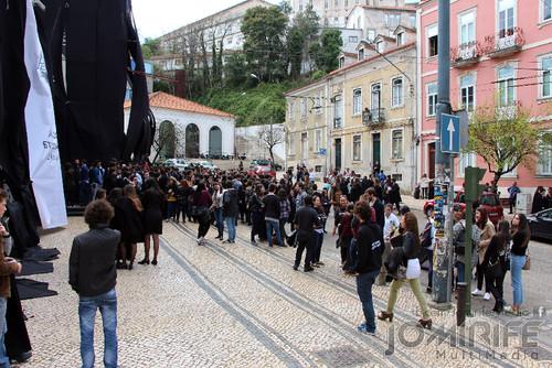 Associação Académica de Coimbra (AAC) coberta de panos negros como protesto - Ensino Superior de Mãos e Pés Atados