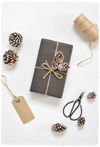 simple christmas gift wrap.jpg
