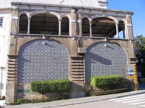 Edifício de gaveto da Rua de Olivença, n.º 3 a 9 e da Rua Alexandre Herculano, Castelo de Vide