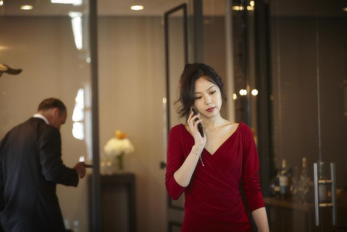 still-of-min-hee-kim-in-no-tears-for-the-dead-(201