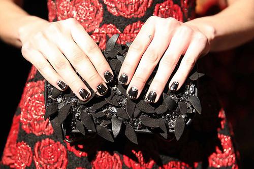 beauty-nails-2014-09-bobby-pin-nail-art-02.jpg