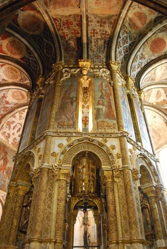Tomar_-_Convento_de_Cristo_-_Charola_(2).jpg