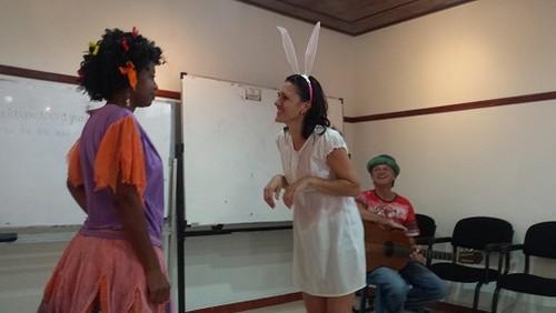 a menina o coelho e o musico - Copy.jpg