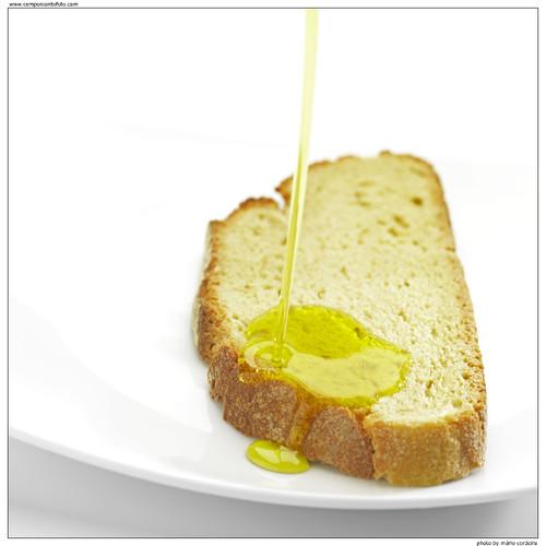 Azeite no pão.jpg