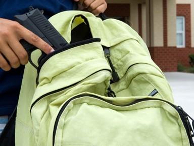 estudante-arma-mochila.jpg