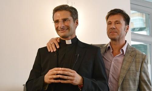 Krzysztof Charamsa com o companheiro Edouard