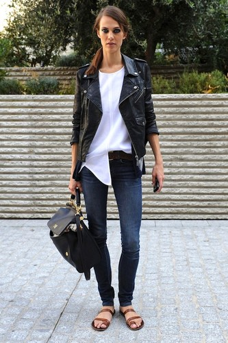 Le-Fashion-Blog-Model-Off-Duty-Street-Style-Aymeli