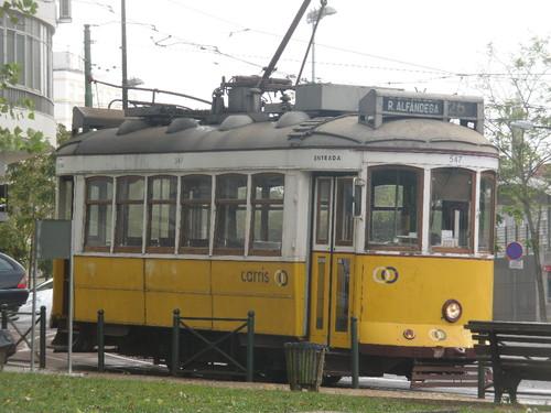 Elétrico 28 na Praça São João Bosco 1.JPG