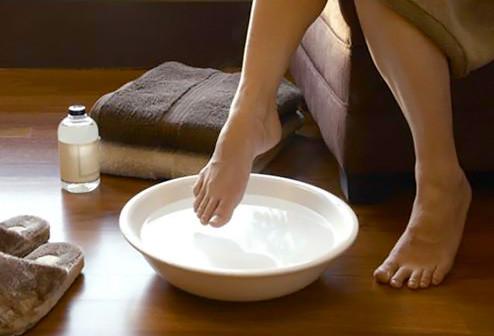 woman_soaking_feet.jpg