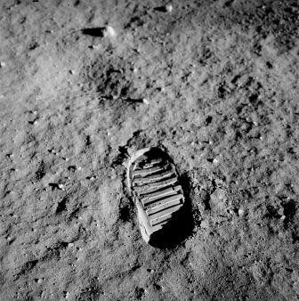 800px-Apollo_11_bootprint.jpg
