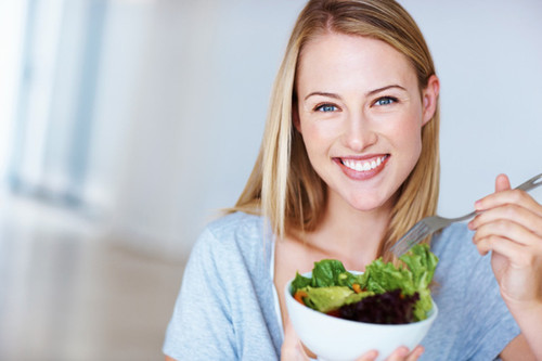 happy-woman-eating-salad-600.jpg