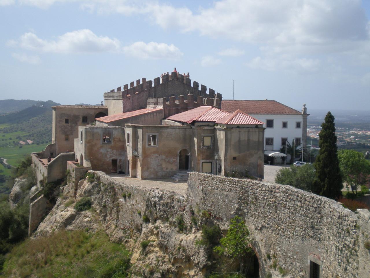 Castelo_e_Pousada_de_Palmela.jpg