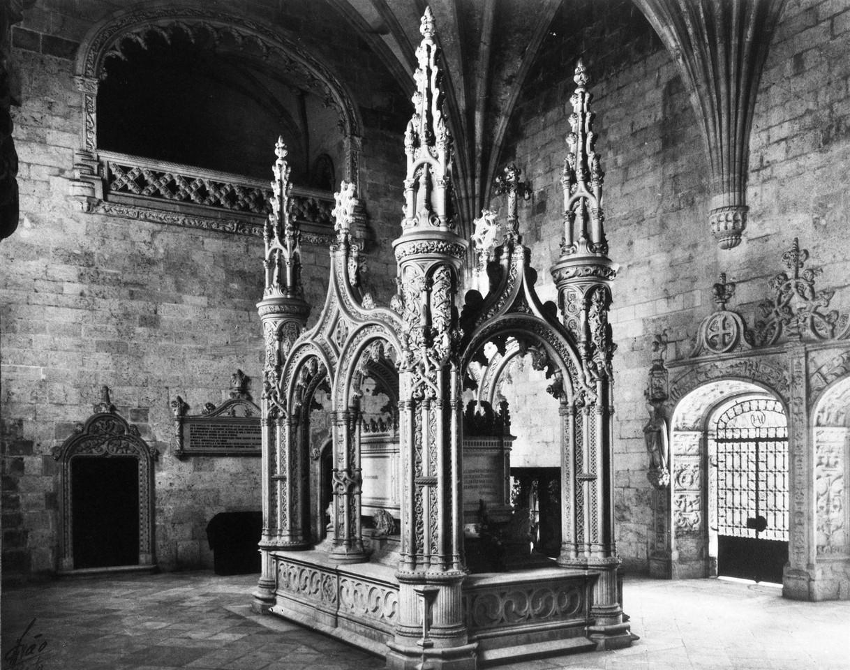 Mosteiro dos Jerónimos, túmulo de Alexandre Herc