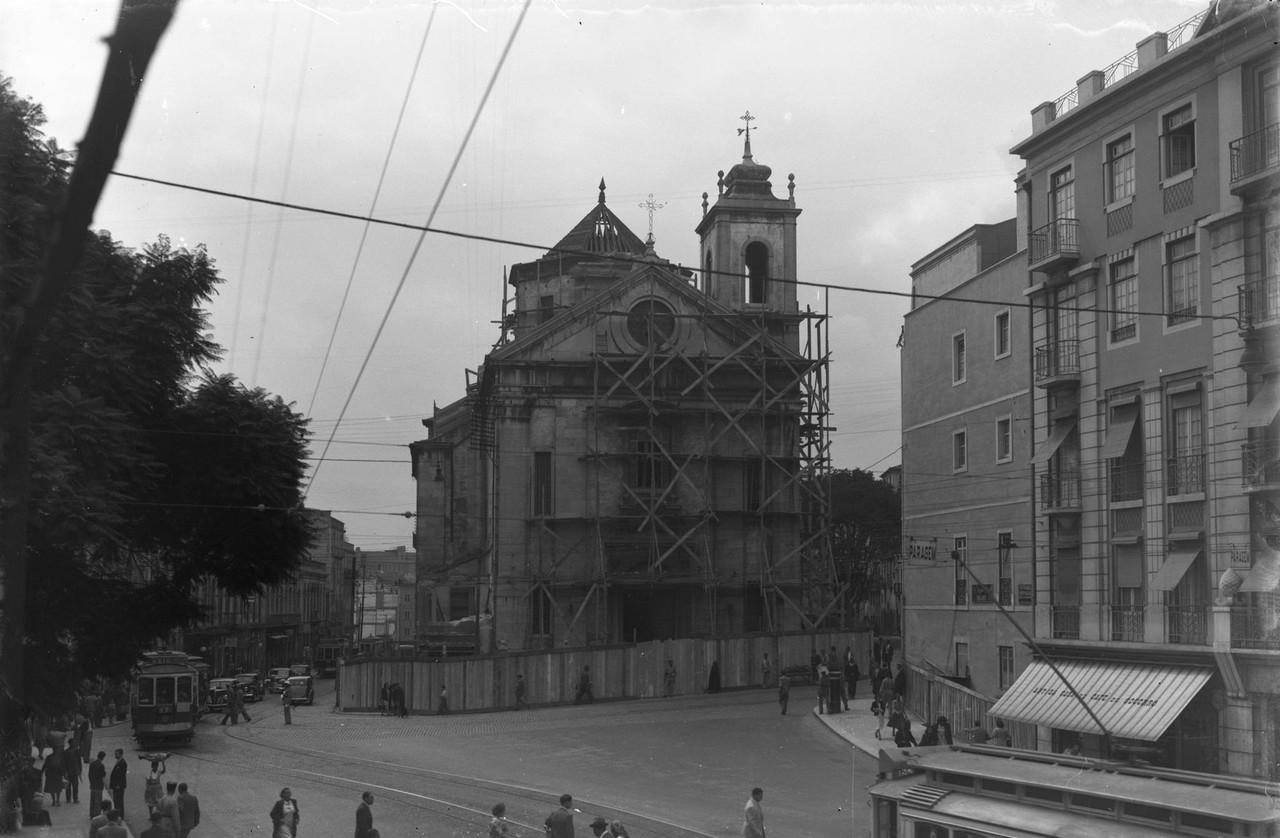 Estaleiro da demolição da Igreja do Socorrom 194