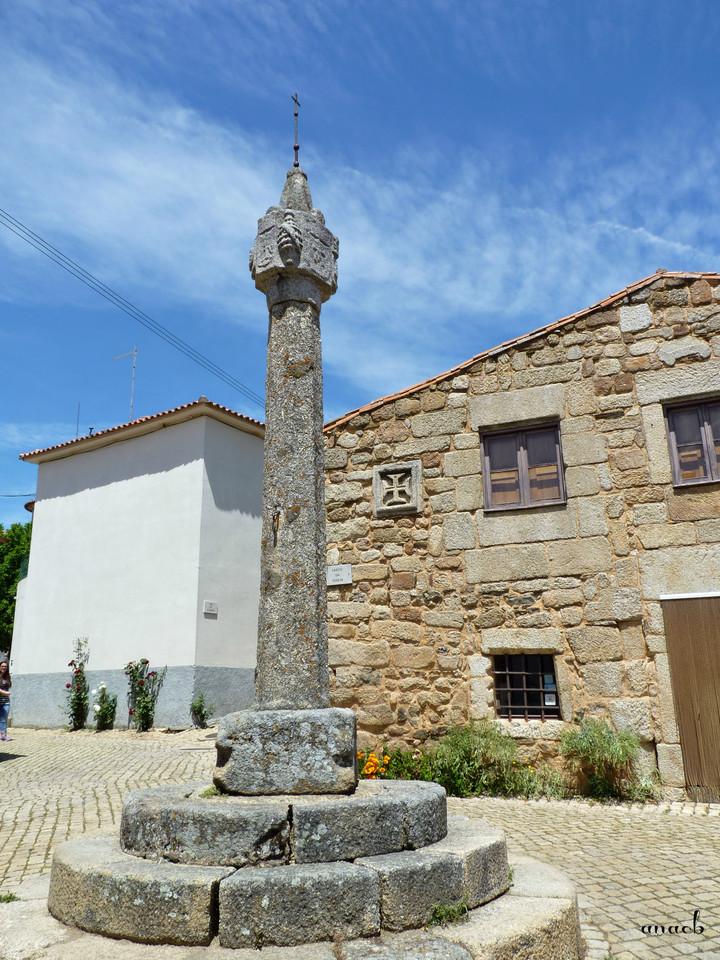 Idanha-a-Velha (146) Pelourinho e Casa dos Templá