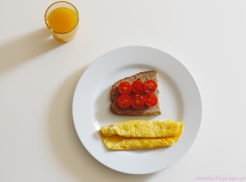 Pequeno almoço pão ovo sumo natural.jpg