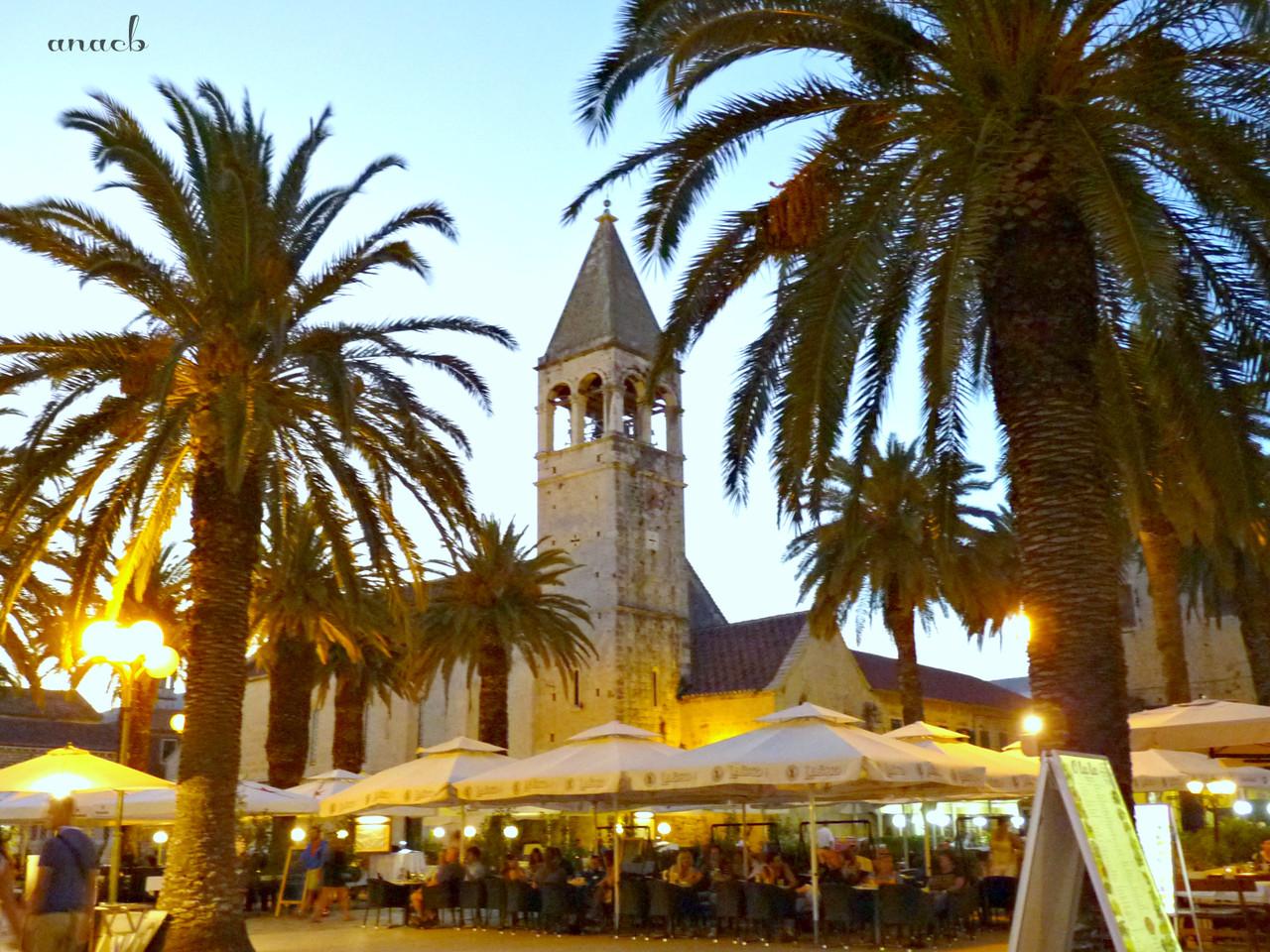 Trogir - St. dominic's Monastery and Riva - viajar