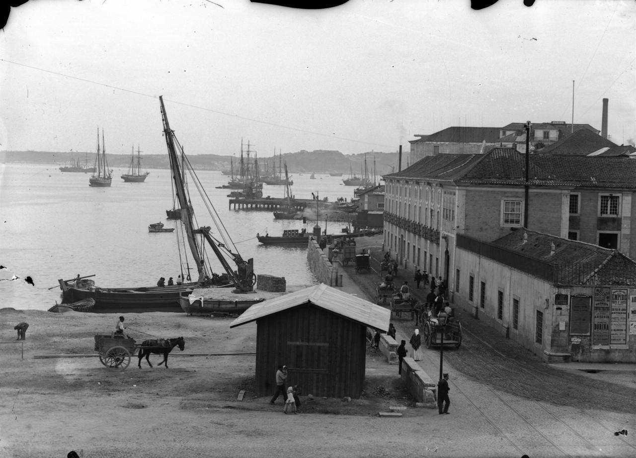 Largo dos Caminhos de Ferro, 1888.jpg