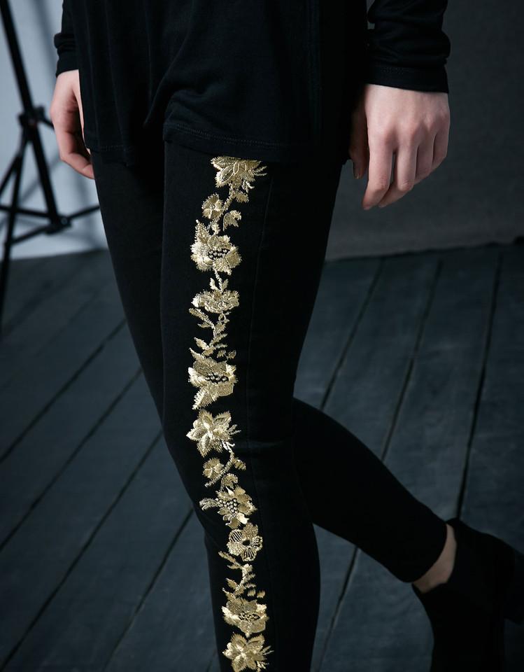 Calças algodão elástico com bordado flores dour