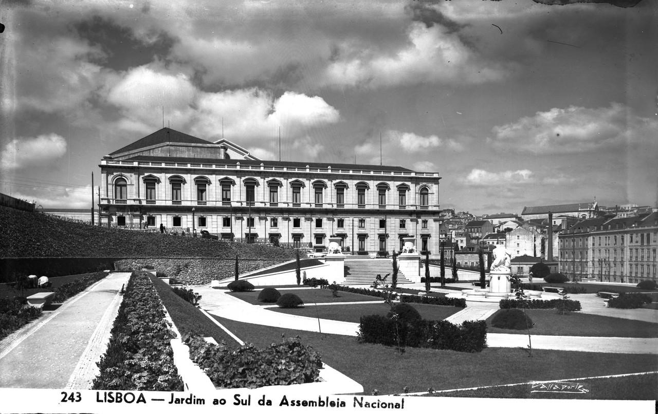 Jardim ao sul do Palácio de São Bento.jpg
