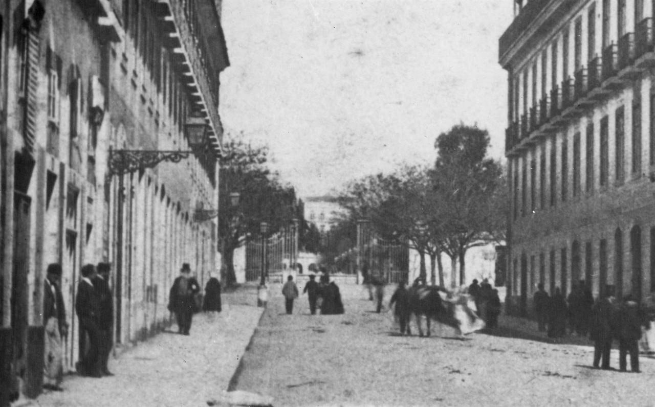 Rua do Príncipe, actual rua 1º de Dezembro. Vê-