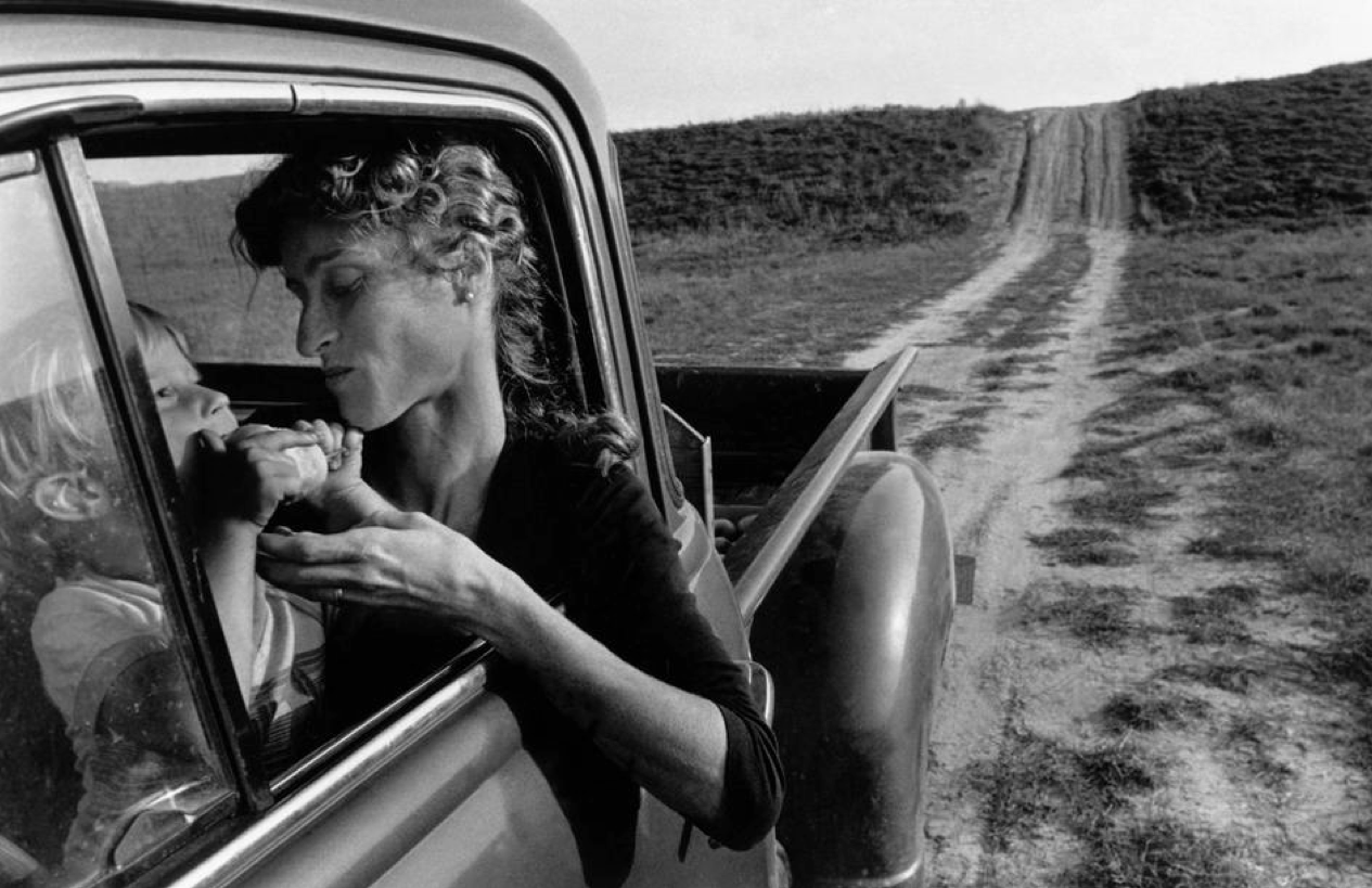 01 - Larry Towell.png