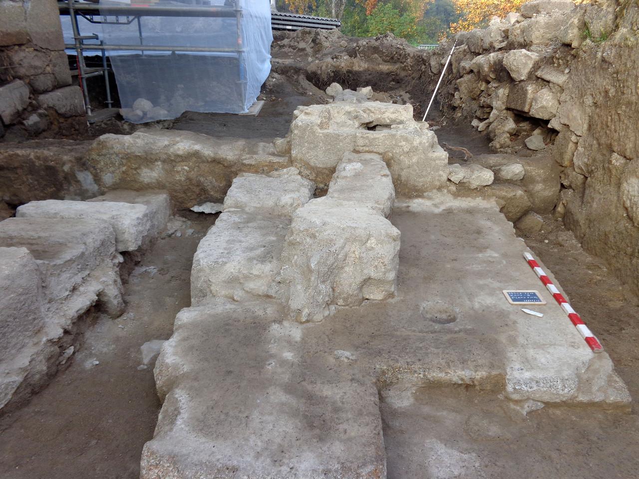 Trabalhos de arqueologia e de conservação.jpg