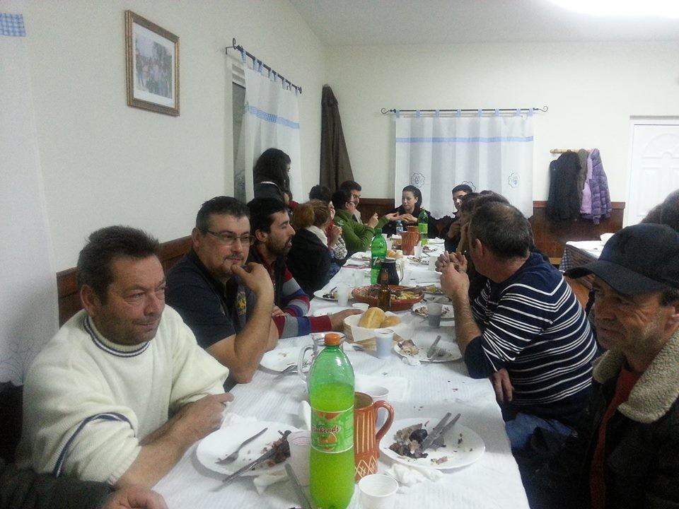 Convívio à mesa em Adrão.jpeg