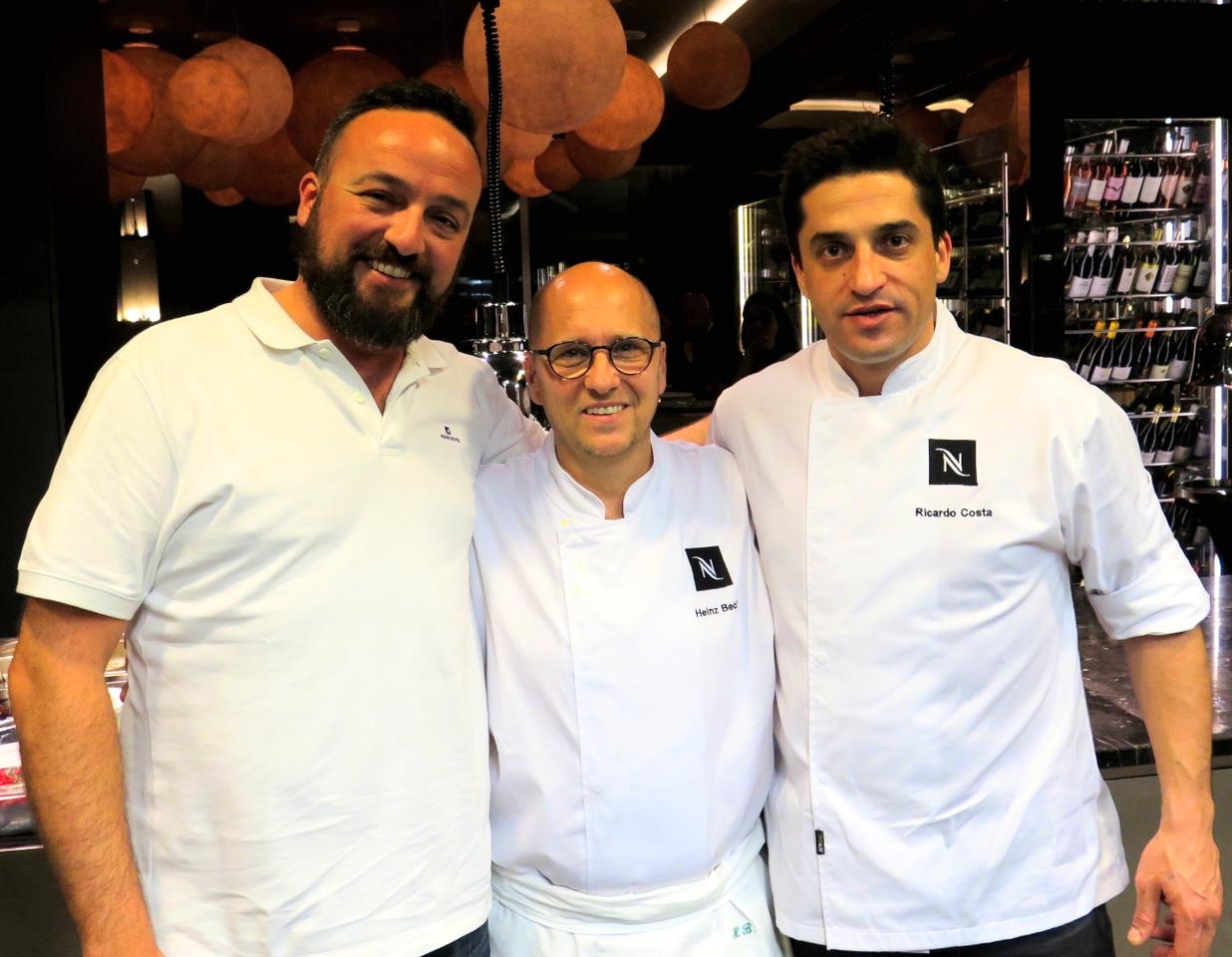 Na cozinha do GUSTO e com a sala em fundo: Pedro Lemos, Heinz Beck, Ricardo Costa