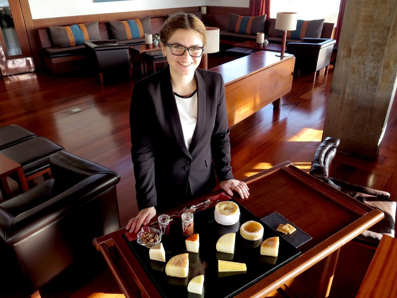 Magda Martins e o carrinho de queijos portugueses