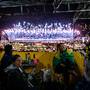 Festa no exterior do Maracanã
