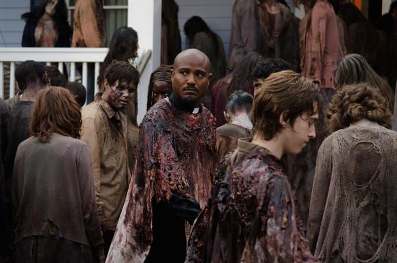 Father-Gabriel-Looks-Worried-in-The-Walking-Dead-S