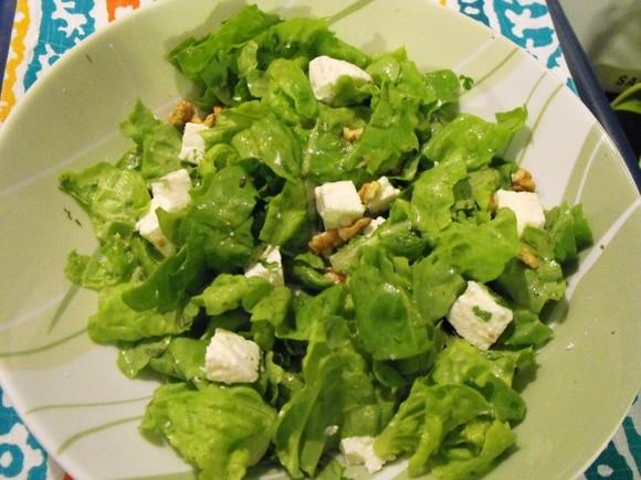 alface com queijo  feta e frutos secos.JPG