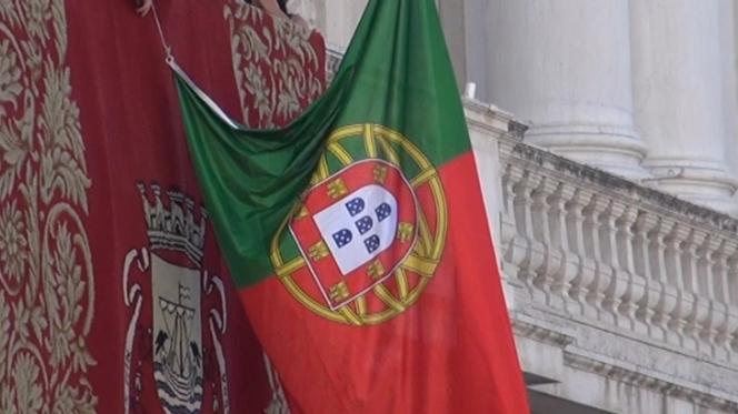 bandeira-portuguesa-ao-contrario10319990_664x373.j
