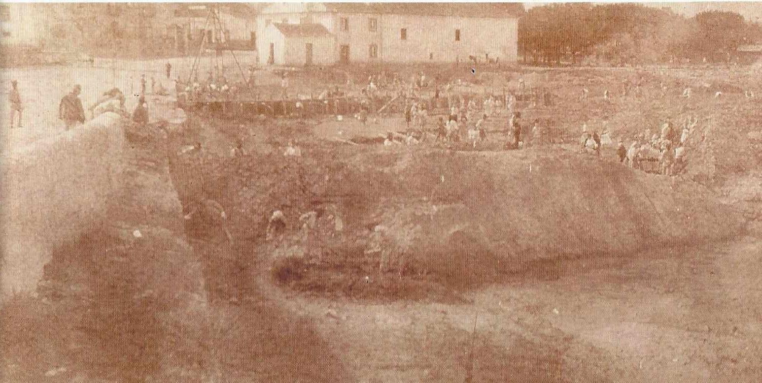 Construção do Cais e Muralha da Vala real 1941.j